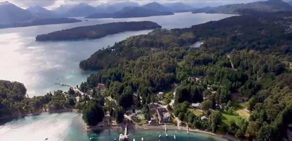 Villa La Angostura desde un drone